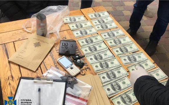 На український ринок потрапили сотні тисяч фальшивих доларів, які не відрізняли детектори