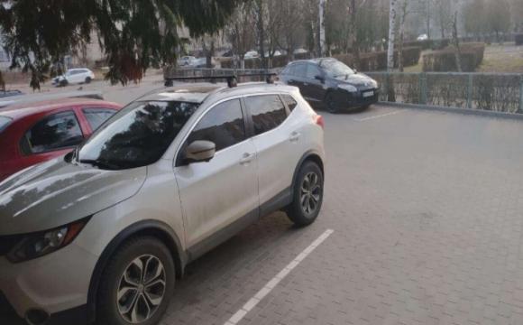 У Луцьку на вулиці Писаревського «автохам» пошкодив чужу машину