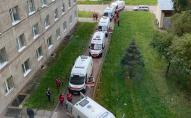 «Швидкі» з хворими на COVID стоять у черзі до львівської лікарні, кількість пацієнтів - рекордна