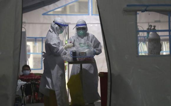 Україна чекає на третю хвилю коронавірусу: людей закликають вакцинуватись