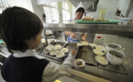З початку року вилучили більше 2 тон неякісних продуктів ддя українських школярів