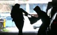 У Володимирі-Волинському грабіжник вирвав у жінки з рук сумочку