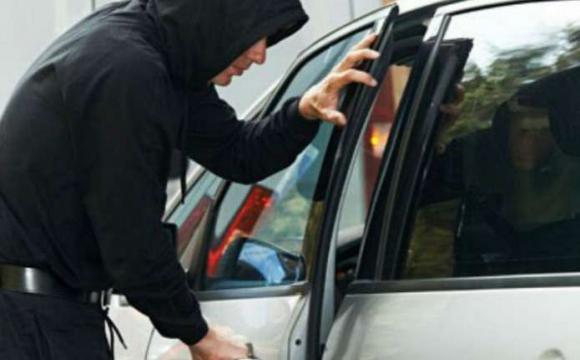 На АЗС у Луцьку викрали автомобіль