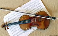У Луцьку патрульний зіграв на скрипці, а його син на акордеоні. ВІДЕО