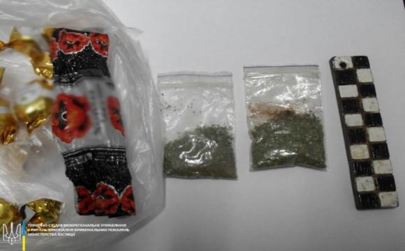 В СІЗО надіслали цукерки, нашпиговані наркотиками