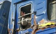 На переїзді пасажирський поїзд зіткнувся з комбайном, пошкоджено шість вагонів. ФОТО