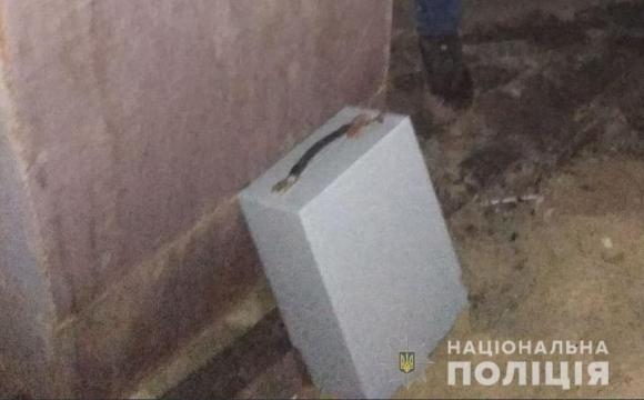 У Нововолинську злодій викрав сейф з колекційними монетами. ФОТО
