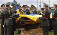 Прощалися з Героєм України, який через лікарську помилку, сім років провів у комі. ФОТО