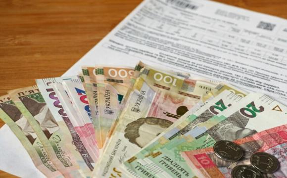 Порівняли комунальні тарифи та зарплати України й Польщі: хто скільки платить