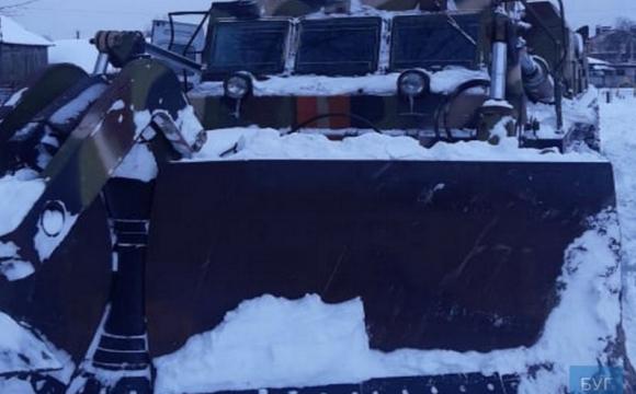 На Волині до розчищення дороги залучили військову техніку. ФОТО
