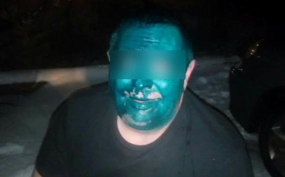 Покарали за жарти: таксисти облили чоловіка зеленкою