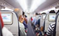 П'яного пасажира літака під час польоту прив'язали скотчем до сидіння. ВІДЕО