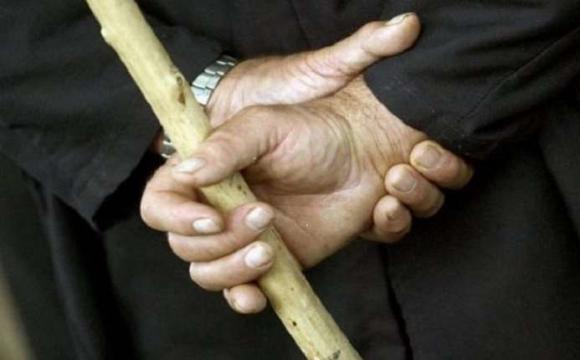 На Маневиччині онук палицею жорстоко побив власну бабусю