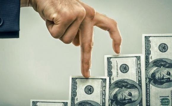 Нацбанк пояснив, чому так швидко росте долар