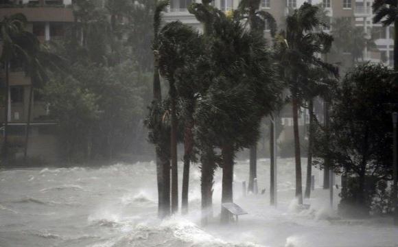 Потужний ураган вщент зруйнував острів