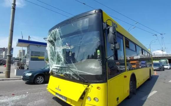 Зіткнулись два автобуси з пасажирами, є постраждалі