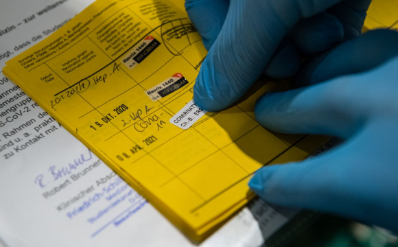 Керівників лікарень, де видають фальшиві COVID-сертифікати, відсторонятимуть від роботи, - проєкт МОЗ