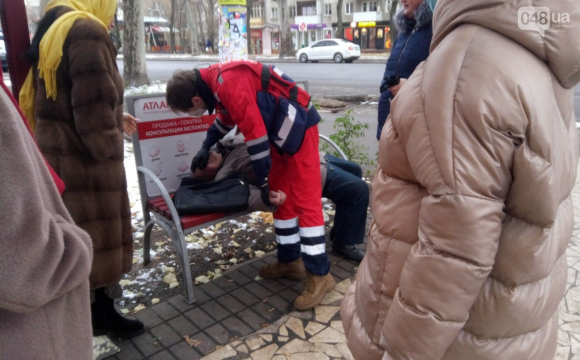 Старенький помер просто на вулиці, бо «швидка» їхала на виклик майже годину. ФОТО