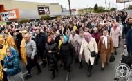 Без дотримання дистанції та масок: у Луцьку пройшов велелюдний хресний хід УПЦ «МП»