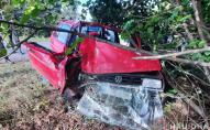 У Луцькому районі автомобіль на швидкості врізався у дерево, є потерпілі