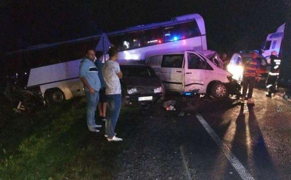 На трасі «Київ-Чоп» міжнародний рейсовий автобус з пасажирами потрапив у ДТП, є потерпілі