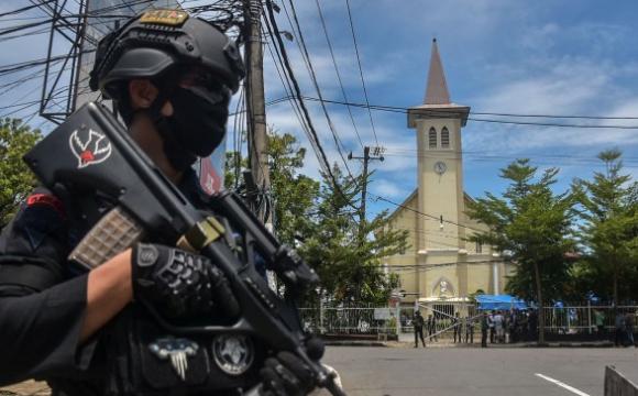 Теракт в Індонезії здійснило подружжя смертників: прожили у шлюбі лише 6 місяців. ВІДЕО