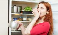 Жінка їла зіпсовані продукти, бо не знала що у неї зламаний холодильник