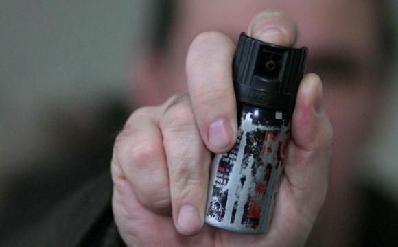 Конфлікт у Луцьку: муніципалам забризкали обличчя сльозогінним газом. ФОТО