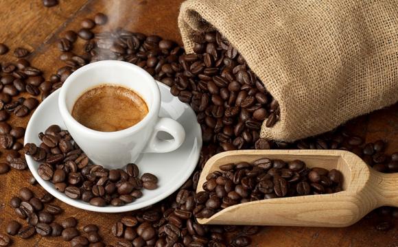 Назвали умови, за яких кава починає «спалювати» жир