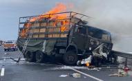 У Хмельницькій області зіткнулися військова вантажівка і легковик, є жертви