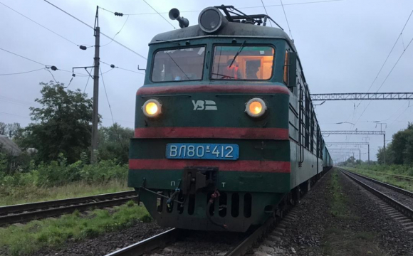 На залізничній станції пасажирський поїзд переїхав 59-річного чоловіка