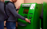 ПриватБанк арештує рахунки українців