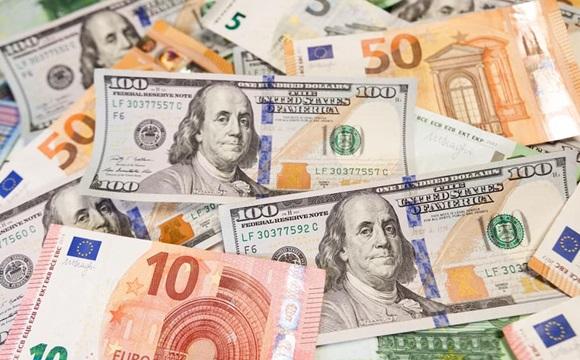 Євро продовжує стрімко зростати