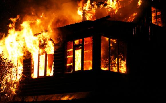 Школяркам стало нудно на карантині і вони спалили будинок
