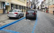 Луцькі муніципали розкритикували водіїв автомобілів, які паркуються на вулиці Кривий Вал