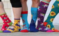 Волинян закликають купувати благодійні шкарпетки в підтримку людей із синдромом Дауна. ВІДЕО