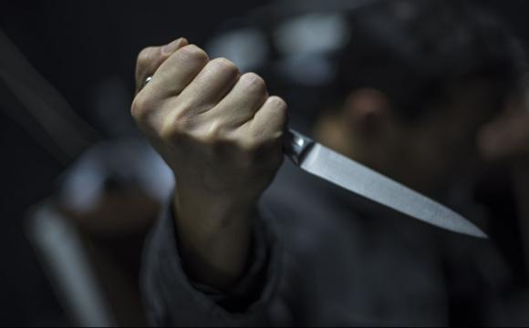 Проник до квартири та погрожував ножем