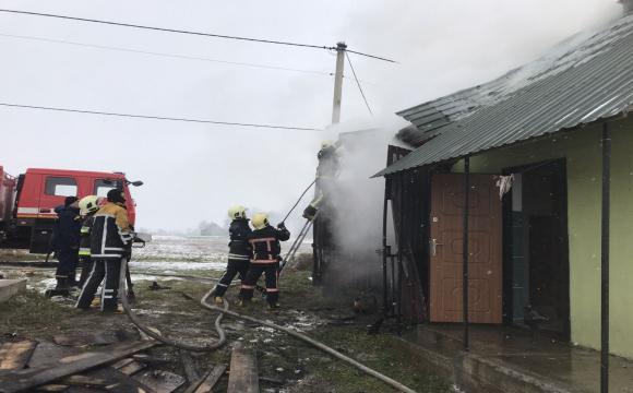 Волинські пожежники зуміли запобігти вибуху. ФОТО - volynfeed.com