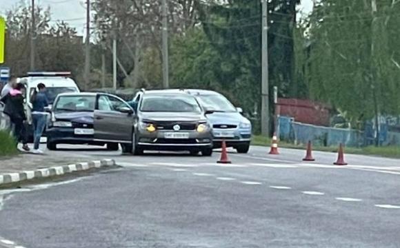 Через ДТП величезний затор біля Луцька: зіткнулись три авто. ФОТО