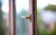 Неподалік Луцька двоє малюків випали з вікна: причини