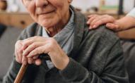 80-річного чоловіка катували у власному будинку через 2 тис. грн