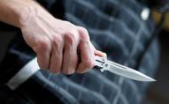 У власній квартирі: 79-річний пенсіонер встромив собі ножа у шию