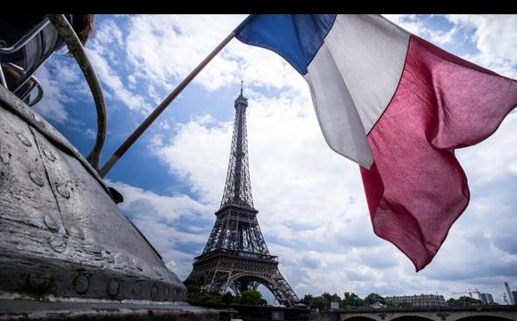 У Франції після місячного локдауну відкрилися магазини