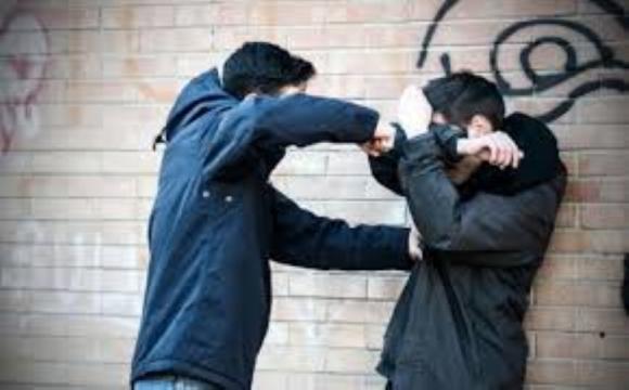 Молоді хлопці з Волині погрожували насиллям і вимагали у своїх жертв тисячі доларів
