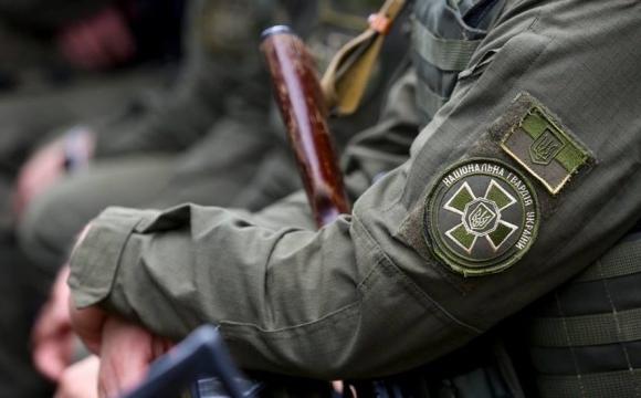 Луцьким гвардійкам подарували білі троянди. ФОТО