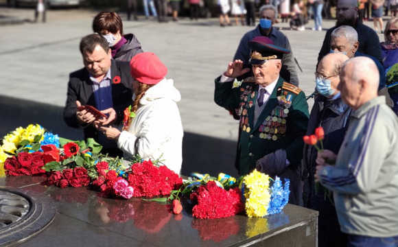 Ветерани, квіти та пісні: як у Луцьку відзначили День перемоги. ФОТО