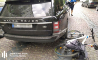 Митник під наркотиками на Range Rover наїхав на поліцейського, який зупинив порушника. ФОТО
