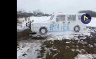 Волиняни зліпили зі снігу поліцейське авто