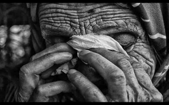 У Луцьку бабуся віддала всі гроші чоловіку, який «рятував її доньку», – соцмережі. ФОТО