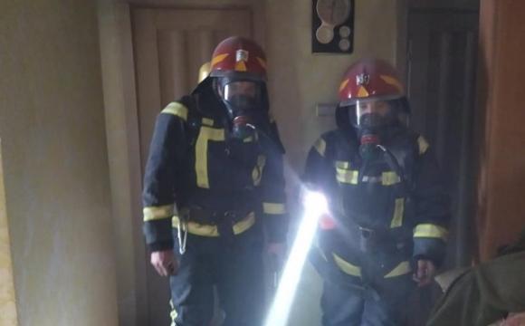 Рятуючись від пожежі, жінка вистрибнула з вікна восьмого поверху